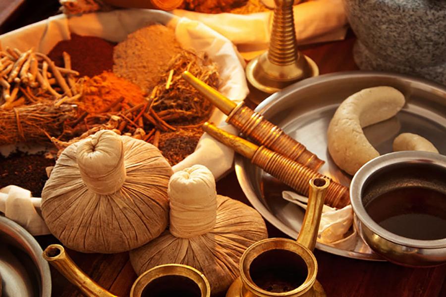 medicina-ayurvedica-masaje aceitesy especias
