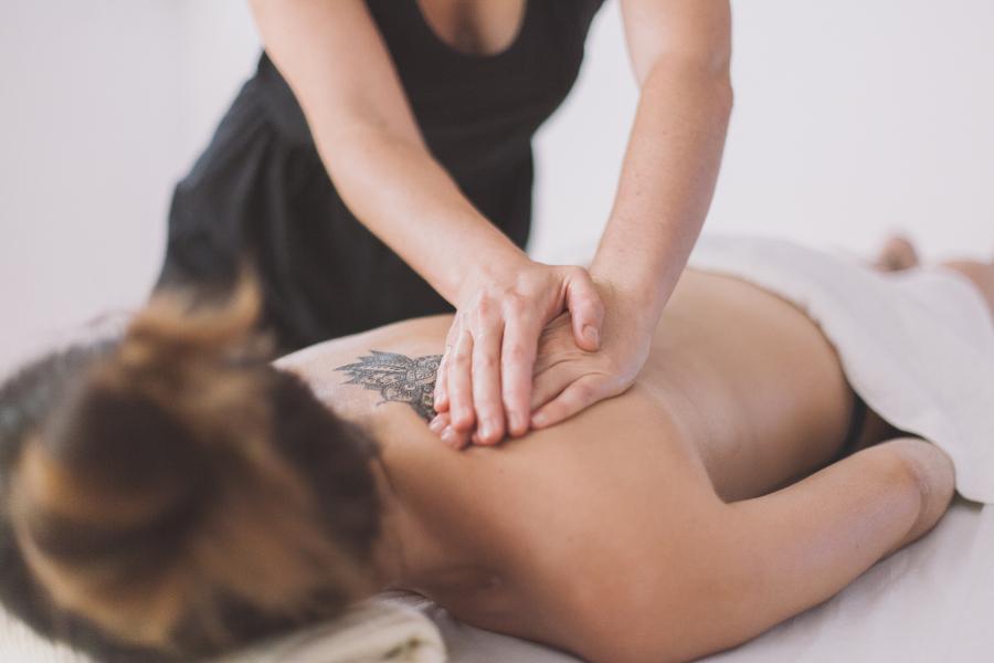 Taller cerrado masaje ayurveda